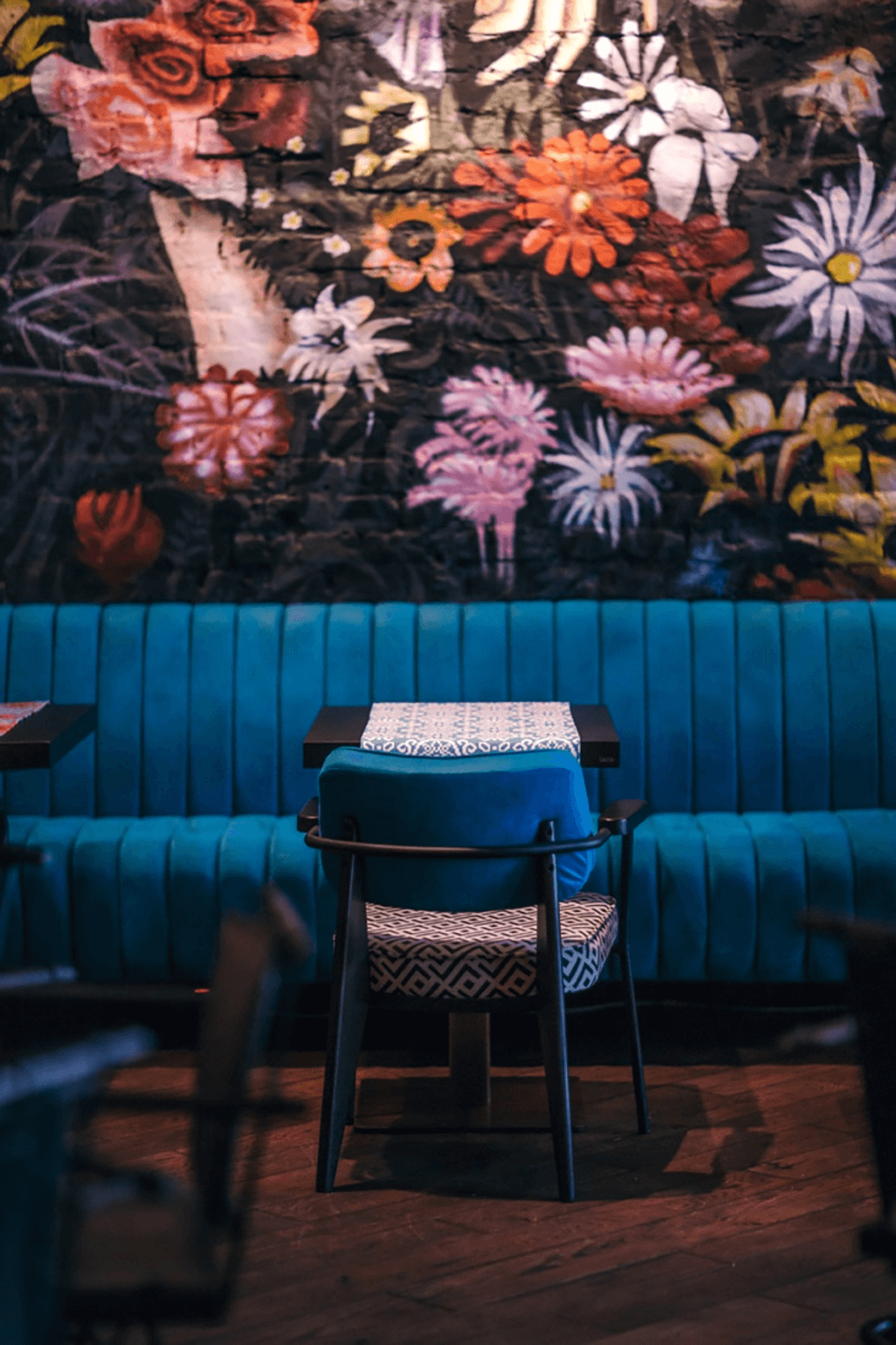 colors and ambiance in restaurants